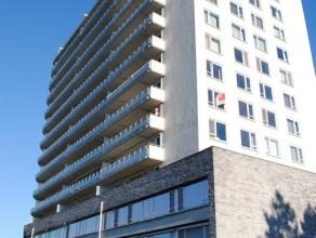 Ruim, lichtrijk en INSTAPKLAAR appartement (3e verdieping) met GROOT TERRAS 40m² en bestaande uit een inkomhall met vestiairekast, ruime living,