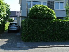 Wondelgem, Hazenlaan 21 ( zeer goede residentiële ligging : rustige en groene omgeving, vlakbij openbaar vervoer en winkels ) Mooie RUIME woning