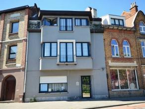 Formidabel verzorgd opbrengst gebouw met drie mooie één slaapkamer appartementen in het hartje van Sint-Amandsberg centrum aan de School