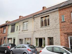 Deze stralende woning in een autoluwe doodlopende straat wordt volledig gerenoveerd afgeleverd. Het betreft hier een totale renovatie van onder de gro