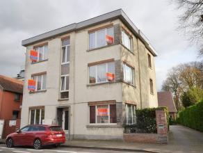 GROOT zonnig twee slaapkamer appartement (ongeveer 85 m²)op de eerste verdieping in een kleine zeer aangename residentie (3 appartementen) met ee