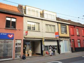 Twee huizen Dendermondsesteenweg 61-63 die in het verleden een bloeiende florerende handelszaak waren en nu na jaren van pensioen uitkijken naar vooru