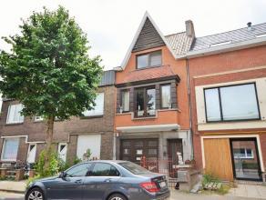 Prachtige karakterwoning met mooie spitse gevel, garage en heerlijke tuin in een zeer toffe woonbuurt aan de Emiel Maeyensstraat te Sint-Amandsberg op