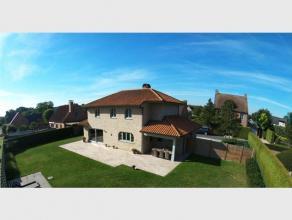 De prachtige instapklare villa is een ware TOPPER, ruime open living met zicht op de aangelegde omheinde tuin, recente hyper geïnstalleerde keuke