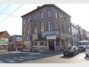 Deze recent gerenoveerde en verhuurde eigendom is cruciaal en commercieel gunstig gelegen in een volkrijke buurt op een boogscheut van Gent centrum. O