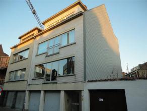 Bijzonder goed gelegen appartement op de tweede verdieping van deze kleine residentie in de buurt van het Gentse Sint-Pietersstation. Het appartement