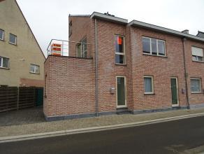 Mooi en rustig gelegen heel recent duplex appartement met zonnig terras.Dit appartement is gelegen op eerste en tweede verdieping en omvat :Afzonderli