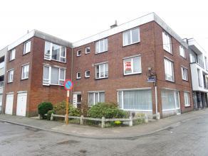 Mooi en rustig gelegen appartement op de eerste verdieping.<br /> Dit appartement omvat :<br /> Inkomhal, living van 25 m², ingerichte keuken voo
