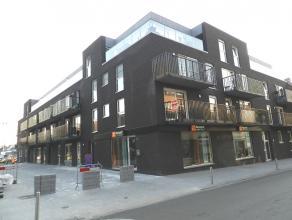 Instapklaar recent appartement gelegen op boogscheut van station.<br /> Dit appartement gelegen aan de straatzijde op de eerste verdieping omvat :<br