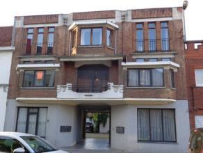 Gezellig en knus appartement gelegen op 1e verdieping aan linkerkant van gebouw.<br /> Dit appartement omvat :<br /> Inkom, lichtrijke leefruimte (23