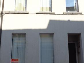 Instapklaar gelijkvloers appartement met koer (7m²) in het centrum van Wetteren.<br /> Dit appartement omvat :<br /> Voorplaats, aangename living