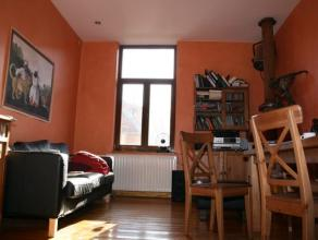 Rijwoning met twee slaapkamers.<br /> Zeer rustig gelegen.<br /> <br /> Inkom met berging, volledig geïnstalleerde keuken.<br /> Ruimte voor wasm