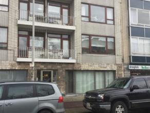 Appartement met zeer gunstige ligging. Indeling: Woonkamer, open keuken, badkamer, toilet, 2 slaapkamers, terras (aan keuken). Appartement gelegen op