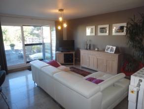 Appartement gelegen op de eerste verdieping met zeer ruim, zonnig terras (70m²). Indeling: inkomhal, open keuken, ruime living met toegang naar h