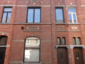 Uitstekend gelegen statige burgerwoning in het centrum van Dendermonde. indeling: inkomhal, woonkamer, keuken, terras, toilet. Eerste verdieping: badk