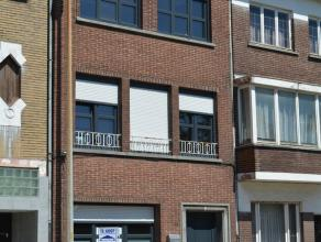 Nabij het centrum van Sint-Niklaas bevindt zich deze heel ruime woning met vijf ruime slaapkamers. Verder heeft deze woning een ruime living en een he