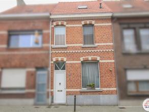 Zeer gezellige woning met zonnige tuin gelegen nabij het centrum van Sint-Niklaas. De gelijkvloerse verdieping bestaat uit een inkomhal, een berging,