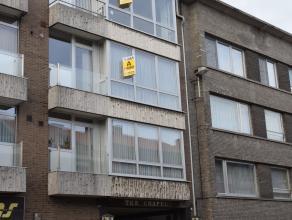 Zeer mooi gerenoveerd appartement met centrale ligging.<br /> Indeling: hall met gastentoilet, ruime living met veel licht, nieuwe keuken met toestell