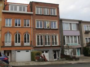 Bel appartement 3ième étage de 85 m², entre Montgomery et RTL TVI, beau living de 35m², parquet, cuisine équipée