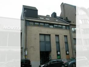 Omschrijving:KANTOORRUIMTE van ± 250 m²(gelijkvloers) (voorheen bankkantoor).Vlakbij Station Sint-Niklaas.Bouwjaar 1992.Indeling: afzonder