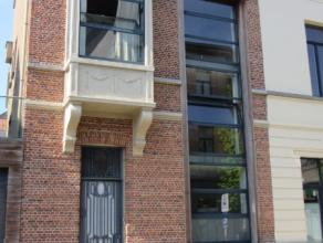 Centrum Lokeren - ideaal gelegen woning! Woning met hall, berging, living, keuken, badkamer, 3 slaapkamers, groot terras. EPC 539 kWh/m². Geen hu