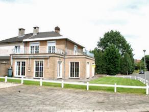 Dendermonde, De Dammenlaan 129.<br /> Zeer rustig gelegen aantrekkelijke ruime woning, type half open bebouwing, met garage.<br /> <br /> Indeling: