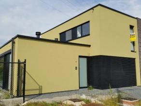 Sint-Gillis-Dendermonde, Volaardestraat 95.Zeer recente moderne halfopen bebouwing op een terrein van 997m².Indeling:Inkomhal. Apart gastentoilet