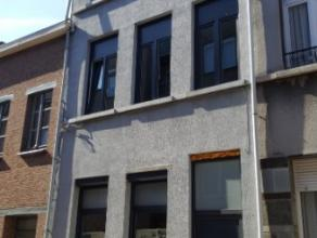 Dendermonde, Sint-Rochusstraat 16 bus 2.Volledig gerenoveerde (ombouw woning tot 2 appartementen) ruime duplex met 2 slaapkamers en terras.Indeling :