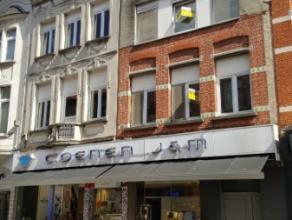 Dendermonde, Brusselsestraat 15.In het hart van de stad gelegen uitzonderlijk ruime, gerenoveerde duplex.Mogelijkheid tot huren garage op wandelafstan