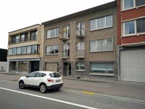 Dendermonde, Leopold II Laan 71 bus 4. Centraal gelegen appartement met 2 slaapkamers. Inkom met rechtop de living met zicht op de straat (mooi zicht