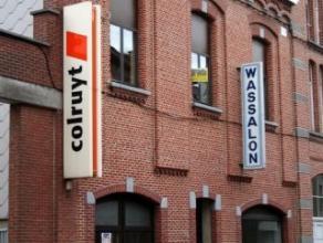 Dendermonde, Lindanusstraat 29b. Gezellig appartement met groot terras in het centrum van de stad (naast Colruyt). Met autostandplaats.Indeling : Inko