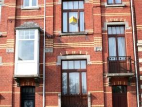 Dendermonde, Kerkstraat 78 bus 3. Centraal gelegen gerenoveerd knusse studio/appartement. Enkel geschikt voor 1 persoon. Indeling: Binnenkomen in de k