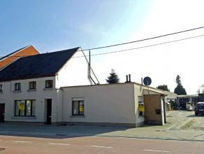 Lebbeke, Opwijksestraat 239 - 239A - 241 - 241A.<br /> Te renoveren/op te frissen woonerf bestaande uit 4 woningen en 4 garages.<br /> Dit woonerf is