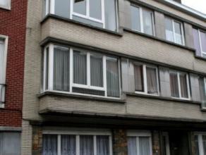 Dendermonde, Lodewijk Dosfelstraat 14 bus 5.<br /> Centraal gelegen appartement met terras.<br /> Indeling: Hall. Woonkamer aan de straatzijde. Vooraa
