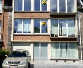 Dendermonde, Noordlaan 50 ? 2e verdieping.<br /> Volledig gerenoveerd met 2 slaapkamers.<br /> Indeling:<br /> Inkom. Woonkamer bestaande uit eetplaat