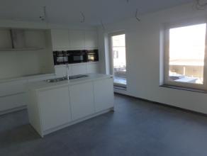 Prachtig duplex appartement met veel comfort, 2 ruime slaapkamers,volledig genstalleerde keuken, lichtrijke woonkamer, veel bergruimte, badkamer met i