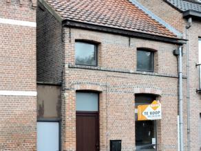 Deze gesloten bebouwing met aparte zijgang op 180 m² bevindt zich vlakbij het centrum van St. Gillis Dendermonde.Het gelijkvloers bestaat uit een
