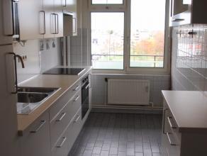 Dit ruim appartement op het 4de verdiep heeft een uitstekende ligging namelijk vlakbij het openbaar vervoer, centrum van Dendermonde, winkels en diver