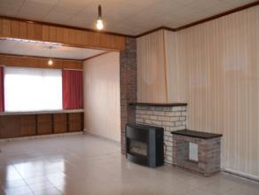 Charmante te renoveren woning gelegen op een perceel van 160 m. Op het gelijkvloers is er een woonkamer met aansluitende keuken, kelder en badkamer. O