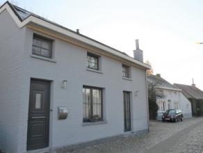 Volledig gerenoveerde woning (2012) in het pittoreske Hingene (Bornem) heeft een vloeroppervlakte van 102 m. De open woonkamer met een centraal gelege