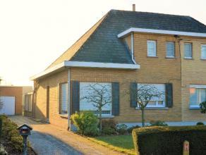 Landelijk gelegen woning met zuid-gerichte tuin met een bewoonbare oppervlakte van 115 m² op een perceel van 582 m². De raampartijen in de r
