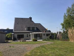 Te Grembergen, nabij Dendermonde centrum, vindt u deze instapklare open bebouwing voorzien van een ruime lichtrijke leefruimte, ingerichte keuken, 4 s