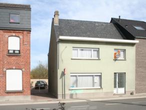 Te Lebbeke hebben we deze halfopen bebouwing op wandelafstand van school en station Heizijde (rechtstreekse verbinding Brussel en Dendermonde). Op de