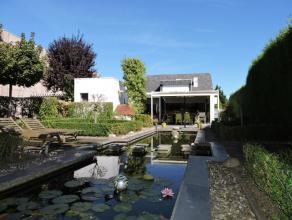 Te Wieze, centraal gelegen tussen Dendermonde en Aalst hebben we deze prachtige, ruime open bebouwing met meerdere opportuniteiten. Het volledig leefg