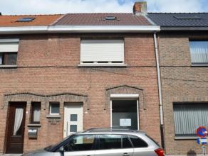 Deze grotendeels gerenoveerde woning omvat een ruime woonkamer van ca. 38 m² groot met open & nieuwe keuken, aansluitend op de tuin met achte