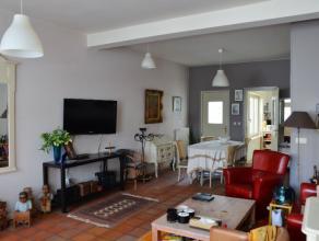 Kangoeroewoning met 2 appartementen op perceel van 206m².<br /> Gelijkvloers is een ruime woonkamer met aansluitend een volledig ingerichte keuke