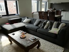 Dit schitterend appartement is een parel voor wie van ademruimte en luxe houdt. Het pand beschikt over een ruime lichtrijke woonkamer, een zeer prakti