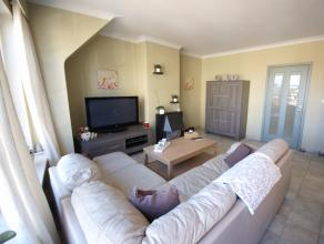 Dit prachtig appartement in het hart van Wetteren herbergt een inkomhal, een open lichtrijke woonkamer met ingerichte keuken, een badkamer met lavabom