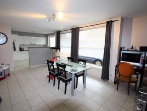 Dit energiezuinig en instapklaar gelijkvloers appartement in centrum Wetteren is beschikbaar vanaf 15 april 2017. De grote inkomhal leidt u naar een o