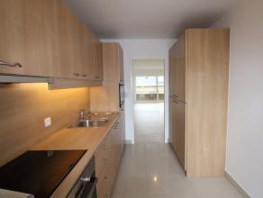 Dit volledig gerenoveerd appartement op ideale ligging te Wetteren is zeer energiezuinig, instapklaar en onmiddellijk beschikbaar! Via een ruime inkom